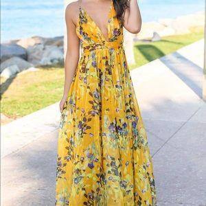 Yellow maxi dress - size Small